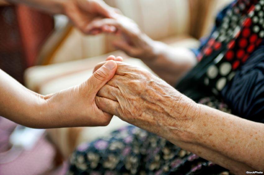 Cách chăm sóc người già